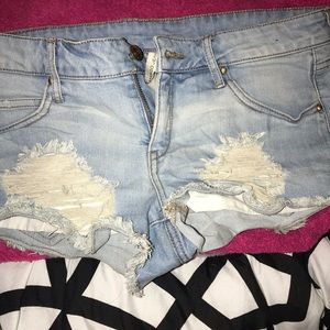 Distressed FN shorts 😍😍